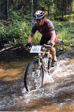 "Alias ""spinning-Glenn"" in MTB-action ""på riktigt"" under Finnmarksturen 2002"